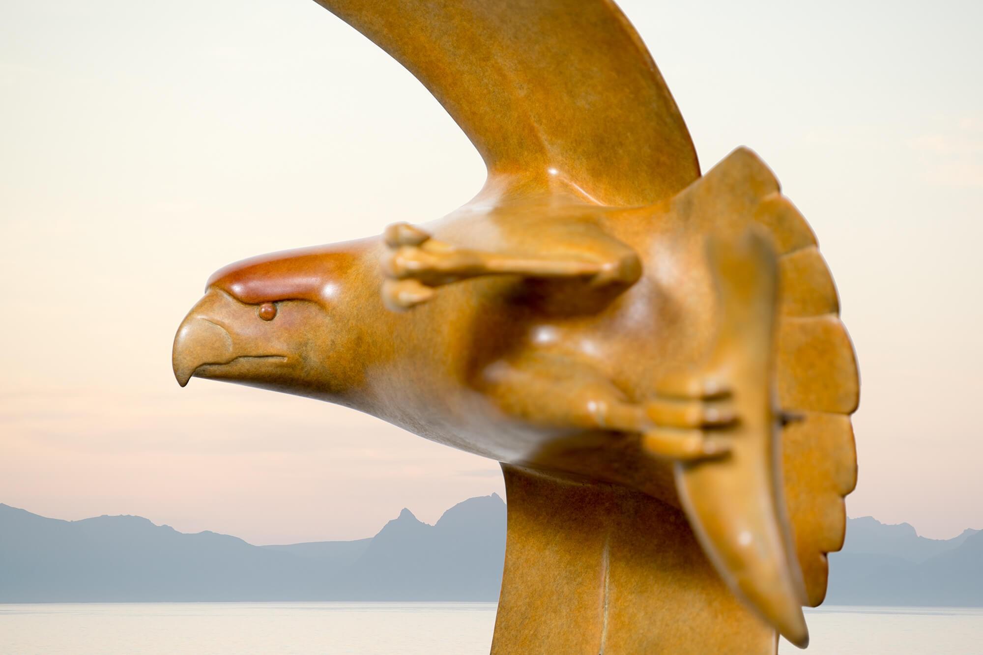 Roofvogel met vis no.4